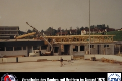 11 Verschalen des Daches mit Brettern